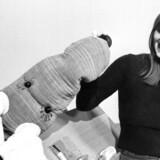 Trille, Bodil Nielsen, med tøjdyr i børneudsendelse