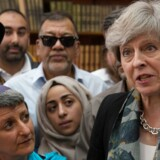 Premierminister Theresa May mødte mandag ledere af flere trosretninger ved Finsbury Park moskeen, hvor hun lovede øget politiovervågning og tog afstand fra ekstremisme i enhver form. Foto: Stefan Rousseau/Reuters