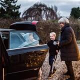 76-årige Valde Riis Søndergaard og 68-årige Ulla Jensen har hver torsdag i syv år kørt 100 kilometer for at hente og passe børnebørnene.