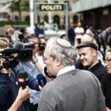 Efraim Zuroff, den 66-årige amerikanskfødte chefnazijæger ved Simon Wiesenthal Centeret, er kommet til Danmark for at politianmelde en 90-årig dansk mand for krigsforbrydelser, fordi det tidligere medlem af Frikorps Danmark stod vagt i en koncentrationslejr.