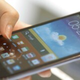 De to koreanske elektronikgiganter Samsung og LG præsenterede søndag deres nyeste smartphones. Det skete på verdens største mobilmesse, Mobile World Congress (MWC), der afholdes i Barcelona i disse dage.