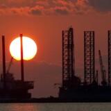 Arkivfoto: To borerplatforme i Port Fourchon, Louisiana.