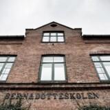 Bernadotteskolen i Hellerup har advaret et forældrepar om, at deres ældste søn kan smides ud af skolen på trods af, at der ikke har været problemer med ham. Derimod har der været en uenighed mellem skolen og forældrene om drengens lillebror.