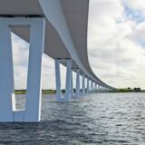 Fra 2019 skal Kronprinsesse Marys Bro over Roskilde Fjord efter planen lette presset på Frederikssund – men er det rimeligt, at det skal koste penge at krydse den 1,4 km lange højbro? PR-illustration