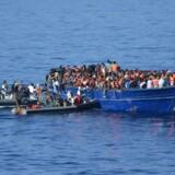 Omkring 90.000 er kommet til Italien med båd i år, hvilket er lidt færre end i en tilsvarende periode sidste år, oplyser Den Internationale Organisation for Migranter, (IOM). Scanpix/Ho