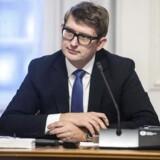 Beskæftigelsesminister Troels Lund Poulsen (V) har nu to måneder til at svare på kritikken.