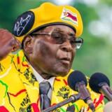 Robert Mugabe er blevet afsat som leder af regeringspartiet i Zimbabwe.