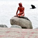 Den Lille Havfrue er natten til tirsdag blevet overhældt med rød maling