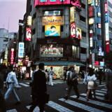 Mens frygten for en »djævelsk kædereaktion« var på sit højeste, beordrede Japans daværende premierminister, Naoto Kan, redningsarbejderne på det ødelagte atomkraftværk til at blive i strålingen og forsøge at få de overophedede reaktorer under kontrol.