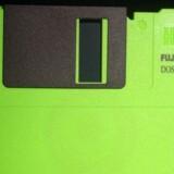 Vækker den mindelser? Disketten, som var forgængeren for harddiske og USB-pinde, fandtes i farvestrålende varianter men rummede kun 1,44 megabyte data - mindre plads end en enkelt af dagens MP3-musikfiler. Nu sendes disketten endegyldigt på pension. Foto: Bjørn Kähler, Scanpix