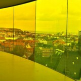 Udsigten over Aarhus fra Olafur Eliasson 's Your Rainbow Panorama på toppen på Aros Kunstmuseum i Aarhus