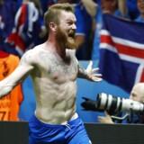 Islands Aron Gunnarsson fejrer sejren