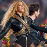Beyoncé stjal showet ved Super Bowl natten til mandag.