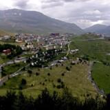 Tour de France 2004 - 16. etape - Alpe d'Huez set fra Signal bjerget. Svinget i venstre hjørne er det sidste sving inden man kommer ind i byen. Kaldet sving et.