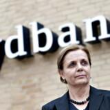 Karen Frøsig - topchef i Sydbank - har tirsdag kunnet præsentere et halvårsregnskab, hvor bankdriften ikke har leveret den store vækst, men andre elementer sikrer alligevel et markant spring fremad på bundlinjen.
