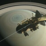 22 gange har Cassini fløjet ind ind gennem det 2.400 km brede bånd mellem Saturn og kanten af planetens inderste ring. Nu tager den store rumsonde på sin absolut sidste rejse.