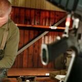 En kammerlås skal forhindre at hjemmeværnets M95-automatgeværer kan samles uden kode. Arkivfoto fra Almegårds Kaserne på Bornholm.