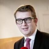 Beskæftigelsesminister Troels Lund Poulsen (V) vil ikke sætte måneder på en retfærdig ventetid. Men han er heller ikke tilfreds med hverken de nuværende sagsbehandlingstider eller udsigten til, at der går år, før det bliver bedre.