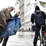 Der findes danske somre, der i gennemsnit har været lige så elendige, eksempelvis sommeren 2012. Men dengang var der en periode i juli med landsdækkende varmebølge og stabilt og solrigt sommervejr i mere end en uge i træk. Det blev ikke opnået i denne kaotiske sommer. (Foto: Anders Debel Hansen/Scanpix 2015)