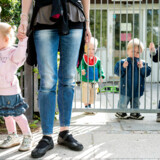 Flere af børnene fortæller i en ny undersøgelse, at de bliver taget væk fra de andre børn og for eksempel sat alene i et andet rum som straf, når de gør noget, de ikke må. Børnene på billedet har intet med undersøgelsen at gøre. Arkivfoto: Søren Bidstrup