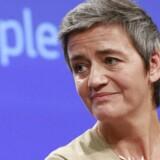 Margrethe Vestager slog for tre år siden hårdt ned på Irlands skatteaftale med Apple og pålagde iPhone-producenten at efterbetale næsten 100 milliarder kroner i skat – penge, som Irland nægter at modtage. Nu kører sagen ved EU-Domstolen, hvor Apple kæmper for at slippe for skattesmækket. Arkivfoto: Olivier Hoslet, EPA/Ritzau Scanpix