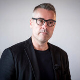 Henrik Sass Larsen (S) er træt af en bemærkning fra Socialdemokratiets tidligere formand Mogens Lykketoft. »Lykketoft kommer med erindringer, hvor han nedgør og sabler ned. Hvad lever han for, kan han aldrig få nok?,« spørger Sass.