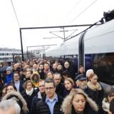 DSB vil bekæmpe forsinkelser på Kystbanen ved at indsætte ekstra minutter i køreplanen for tog fra Malmø. Det skal nedsætte antallet af forsinkelser for Kystbanetog som dette på Hellerup Station.