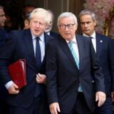 Den snart afgående formand for Europa-Kommissionen, Jean-Claude Juncker (th.), og den britiske premierminister, Boris Johnson, forlader deres første møde i Luxembourg. Under mødet diskuterede de et af Johnsons forslag til en mulig erstatning af det kontroversielle backstop.