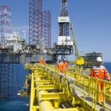 Dansk evne til på egen hånd at påvirke det globale udbud af olie er forbundet med så stor usikkerhed, at det ikke er en fornuftig vej at gå. Den mest sandsynlige effekt af en isoleret dansk reduktion af produktionen af olie og gas er, at den flytter andre steder hen.