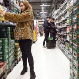 »Vi skylder de unge og deres forældre, at der bliver strammet op på de nuværende regler, hvor produkter op til 16.5 pct. alkohol, dvs. øl, cidere, alkoholsodavand, shots og vin frit kan købes af 16-17-årige i danske butikker,« skriver Carsten Suhrke.