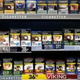 Vi ved, at markant stigning af tobakspriser vil få færre unge til at starte med at ryge. De unge er meget prisfølsomme, og det er i ungdommen, at langt de fleste begynder med at ryge og bliver afhængige. Ved markant at hæve prisen vil færre børn og unge skulle vokse op i rygerhjem. Færre børn og unge vil derfor udsættes for tobaksforurenet luft og i mindre grad få voksne rollemodeller som inspirerer til at blive ryger,« skriver Jo Coolidge.