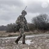 Ifølge etnologen Beate Sløk-Andersen er humor er en raffineret måde, hvorpå soldaterne markerer, hvad de egentlige værdier er.