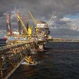 Procesplatformen Tyra skal renoveres for 21 mia. kr. En del af forudsætningen for, at det kan betale sig, er, at olieselskaberne får lov til at søge efter nye olieforekomster, som kan bearbejdes på Tyra, når den igen er i drift.