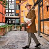 Morten Messerschmidt, som er en stor tilhænger af foie gras, går en tur med gåsen Ludvig, som han har lånt på restaurant Alsace i Ny Østergade.
