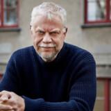 Steffen Jacobsens »Proxy« skal ikke læses som opbyggelig samtidslitteratur, men som uforpligtende, sukker- og bloddrageret underholdning, mener Berlingskes anmelder.