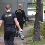 Torsdag 26. september slog politiets specialafdeling Særlig Efterforskning Øst (SEØ) i samarbejde med politikredsene i København og på Vestegnen til mod bandemiljøet på 31 adresser, herunder i Mjølnerparken på ydre Nørrebro. Ingen skydevåben eller sprængstoffer blev beslaglagt.