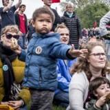 »Det handler ikke om individet, som en liberal ville fokusere på. Det handler ikke om fællesskabet, som en socialist ville fokusere på eller produktionen som marxist. Det handler om én ting: Familierne, vores næste generation,« skriver Daniel Fabricius.