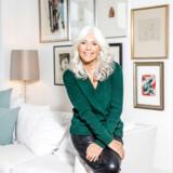 Gun-Britt Zeller er ikke bare kendt for sit hvide hår, men også sin gode stil. Cashmere er et signaturelement i hendes garderobe.
