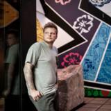 Kokken Rasmus Munk fotograferet i sin nye restaurant »Alchemist«, der i den grad har sat den 27-årige kok på det gastronomisk verdenskort.