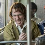 Arthur Fleck/Joker bringes på sammenbruddets rand. Joaquin Phoenix har aldrig været bedre.