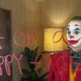 »Joker« har slået rekorden for den bedste åbningsweekend i oktober. I en e-mail fra det amerikanske militær til alle ansatte står der, at incels »har The Joker som forbillede – en voldelig klovn fra Batman-universet«.