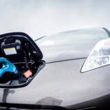 Regeringen mener, at det forsat skal være billigere at få strøm til sin elbil gennem en abonnementsordning. Foto: Thomas Lekfeldt/Ritzau Scanpix)