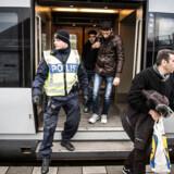 Den store tilstrømning af asylsøgere i 2015 blev en skelsættende begivenhed i Sverige. Siden har Sverige indført skærpet grænsekontrol over for indrejsende fra Danmark, og flere lovindgreb til at begrænse immigration ligner initiativer, som svenske politikere tidligere har kritiseret Danmark for.