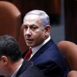 At genvinde premierministerposten er den eneste af to løsninger, der i hvert fald midlertidigt kan redde Israels premierminister, Benjamin Netanyahu, fra en straffesag. Den anden er at trække tiden med et nyvalg.