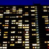 »Området blev født ud af 60ernes byideal og er nogle steder for tæt, andre steder for åbent. Det er med andre ord kommet til at fremstå noget usammenhængende,« skriver Simon Aggesen om Domus Vista. Domus Vista ligger ved Roskildevej på Frederiksberg og er 102 meter høj.