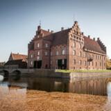 Gisselfeld Kloster er det officielle navn, for en tidligere ejer mente, at her skulle bo adelige jomfruer. Sådan gik det ikke, og i dag fremtræder godset som et fornemt eksempel på dansk herregårdskultur.