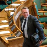 Klemt af de Radikale og presset af erhvervslivet inviterer skatteminister Morten Bødskov (S) nu til dialogmøde med erhvervslivet om regeringens stærkt kritiserede plan om at hæve generationsskifteskatten.