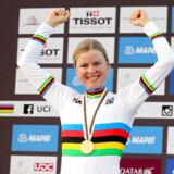 Amalie Dideriksen blev i 2016 Danmarks første seniorverdensmester i landevejscykling. Det havde flere medier glemt, da de omtalte Mads Pedersens triumf i september. Selv føler Dideriksen sig dog ikke glemt.
