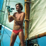 Historien om hippiekaptajnen Kløvedal og langfarten og det skønne, sorgløse og eventyrlige liv på verdenshavene er blevet en fast del af den nydanske mytologi.