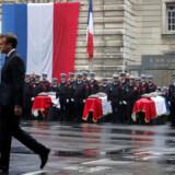 Præsident Emmanuel Macron opfordrede ved en mindehøjtidelighed tirsdag franskmændene til at være på konstant vagt mod terror. Hans egne sikkerhedsstyrker har imidlertid vist sig at være katastrofalt dårlige til at opdage radikalisering i egne rækker.